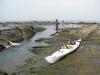 シーカヤックと、遠景に漁港・サザンビーチ